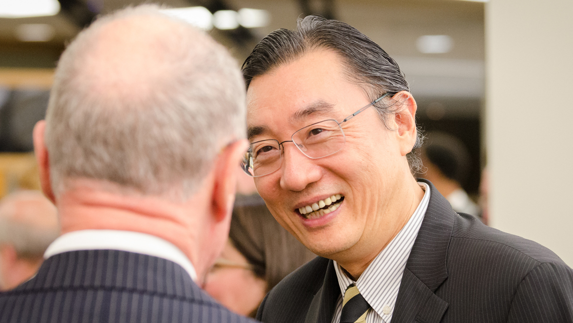 Hong Yang, vice president for international affairs, speaking with guest