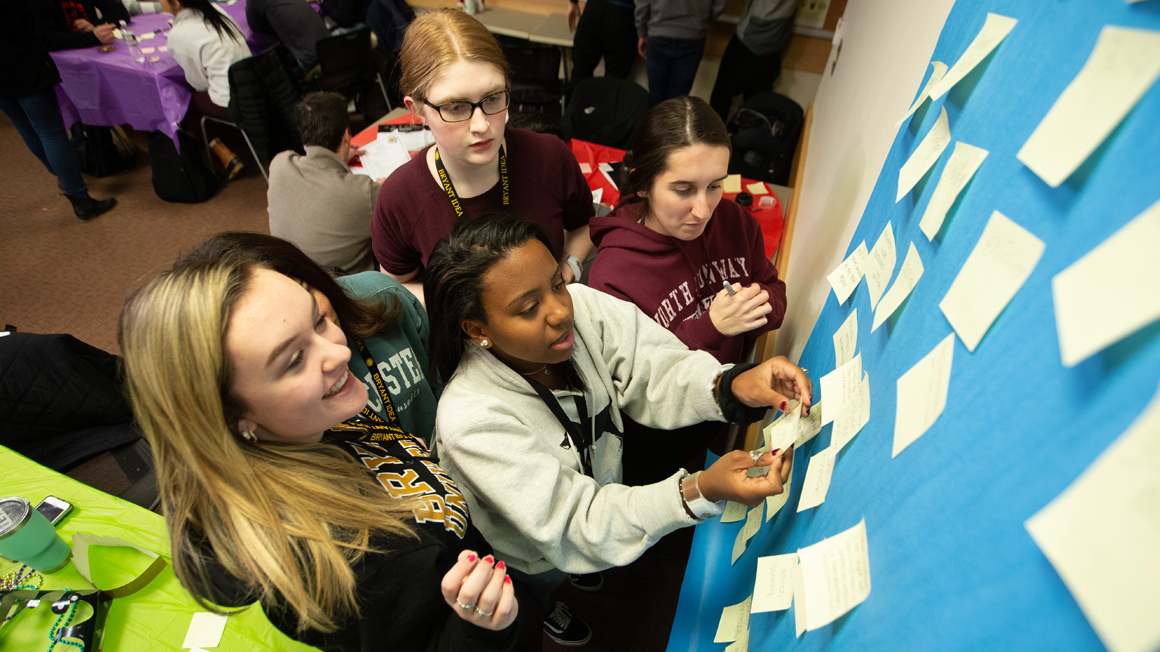 Student Mentors aid first-year students during IDEA 2019