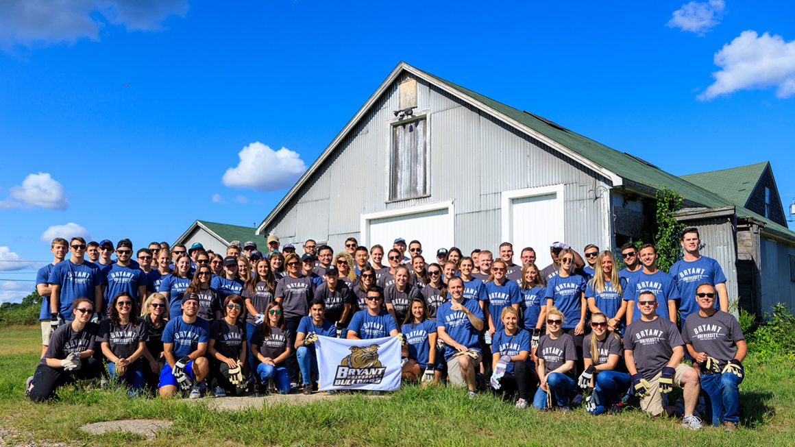 MBA students pose in front of Franklin Farms barn